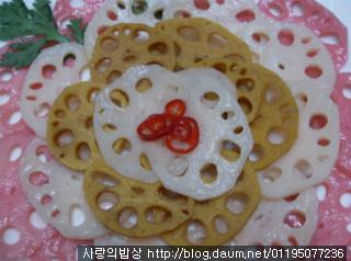 내마음의 발우공양! 새콤달콤 연근삼색꽃초절임 >_