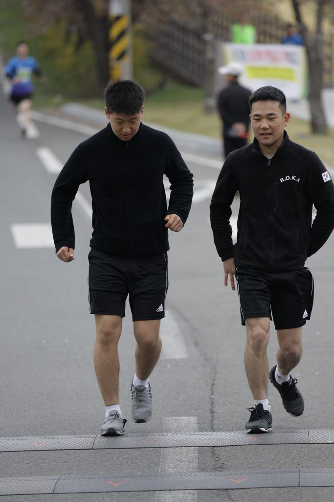 2019 영천댐 벚꽃마라톤대회 골인 (12:16:12 ~