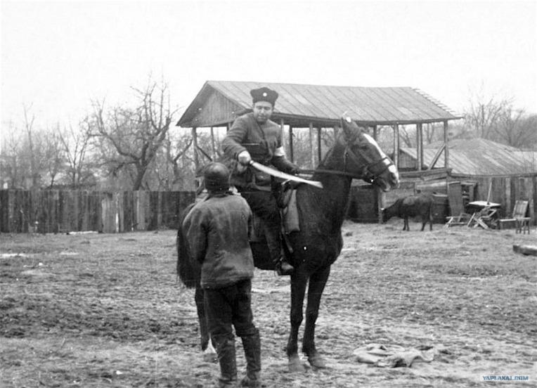 코사크 기병의 소련 빨치산 처형 - Russian Cossacks cavalry Wehrmacht police man execution of soviet partisan